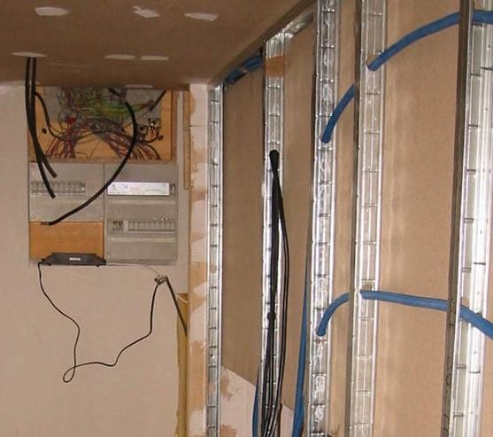 le cin ma chez soi choisir les bons mat riaux pour construire la salle. Black Bedroom Furniture Sets. Home Design Ideas